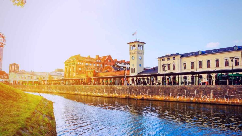what to do in Malmo canal tour
