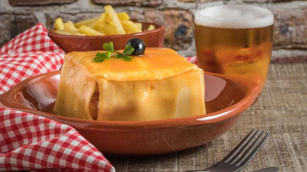 porto city break Francesinha