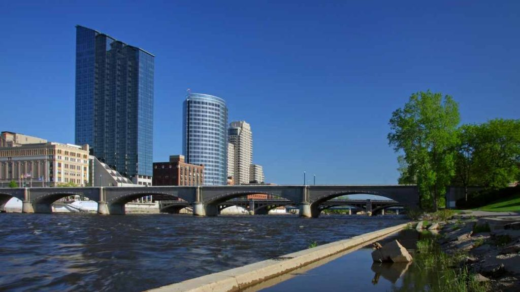 things to do in grand rapids bridge