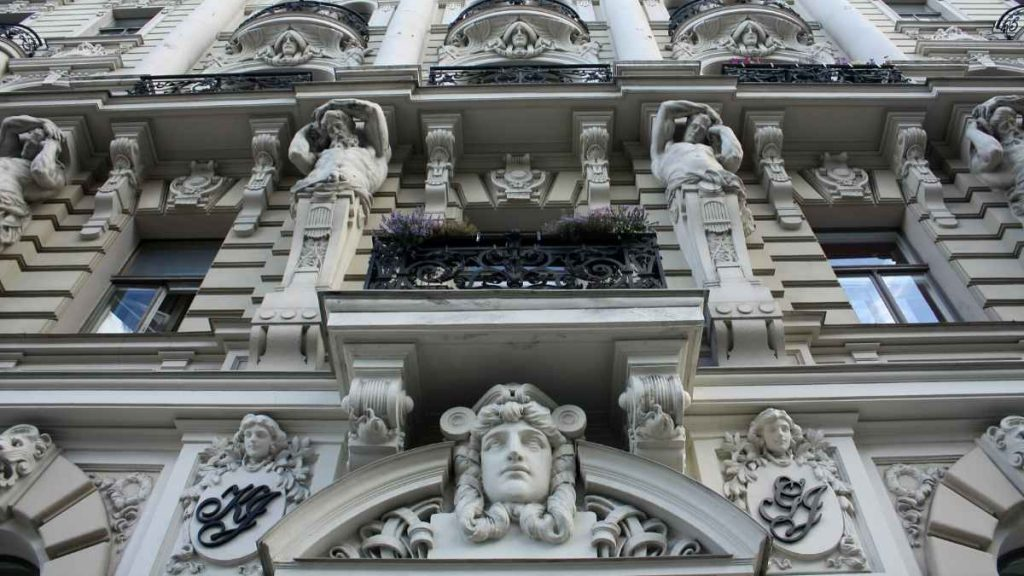 what to do in Riga - art nouveau albert street