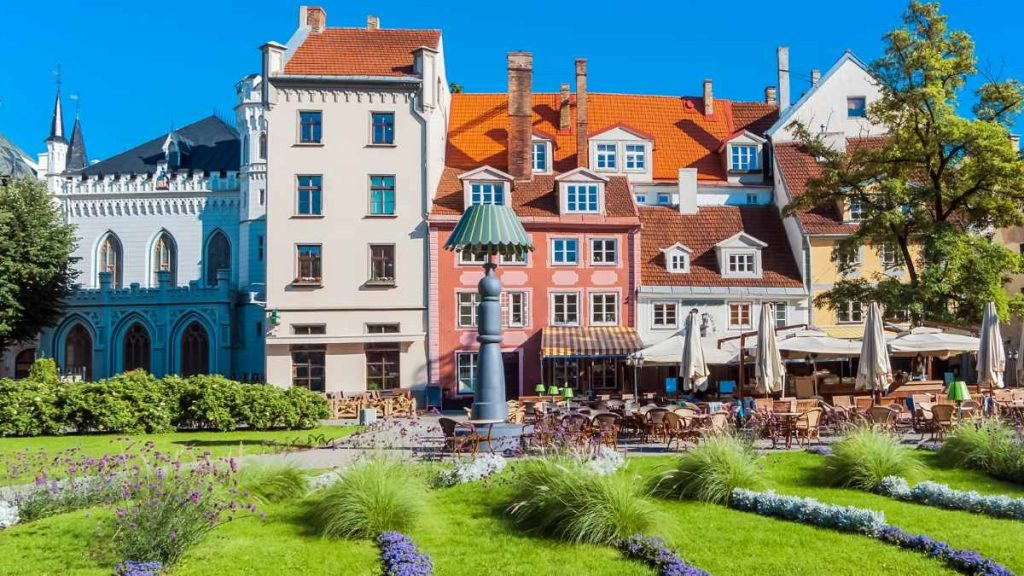 what to do in Riga - livu square