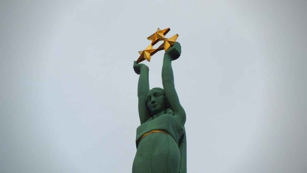 what to do in Riga - the freedom monument
