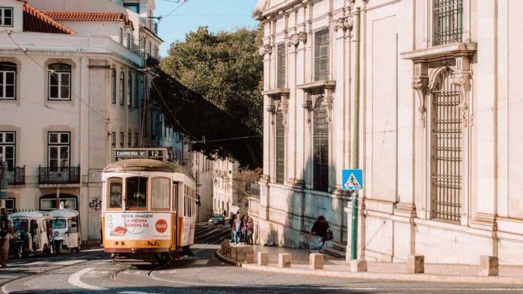 lisbon itinerary street car