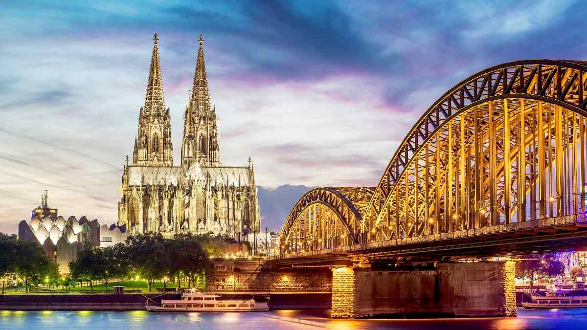 hohenzollern bridge cologne sightseeing