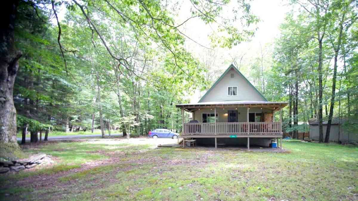 airbnb poconos living room cabins for families