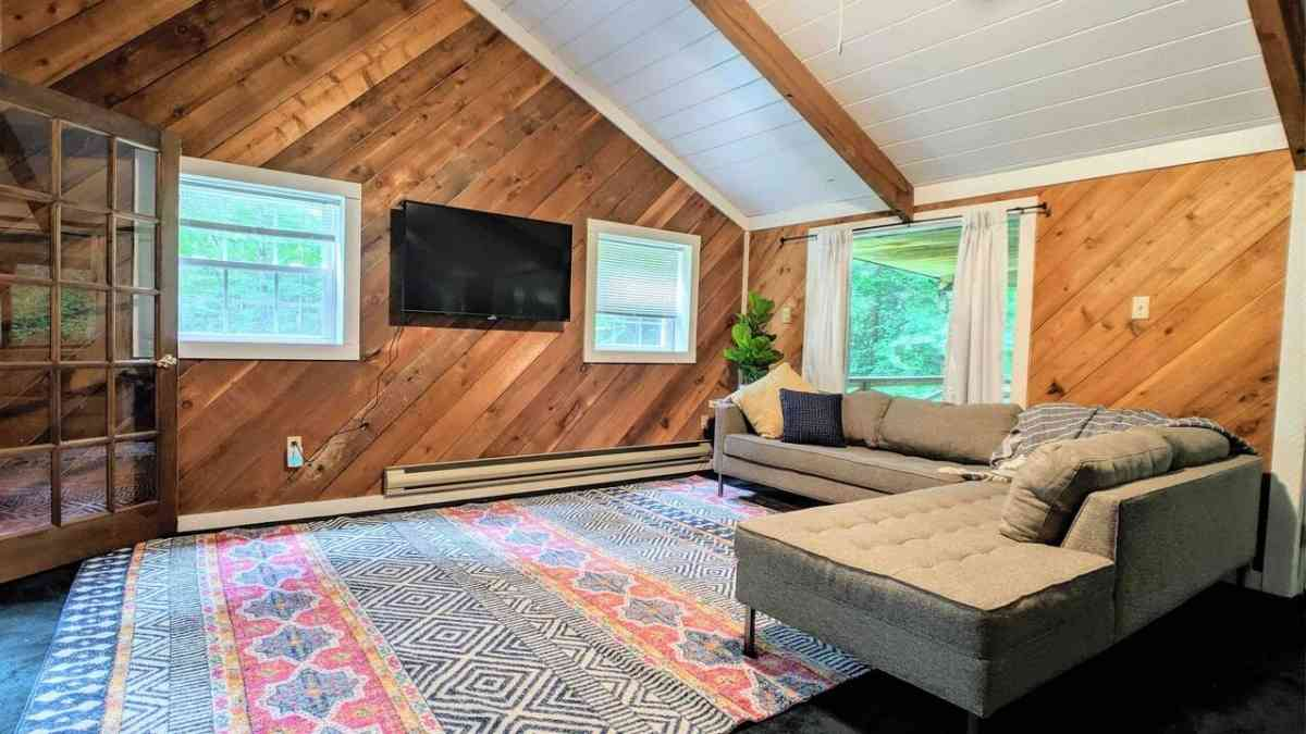 airbnb poconos tree house
