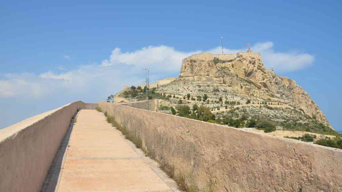 castle santa barbara alicante city break