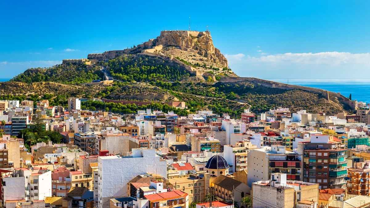 airbnb alicante view robe trotting